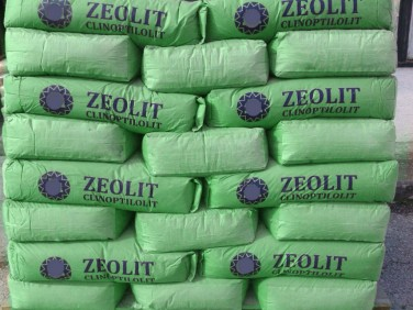 ZEOLIT PRIRODNI sa prirodnim mineralima za ishranu biljaka.